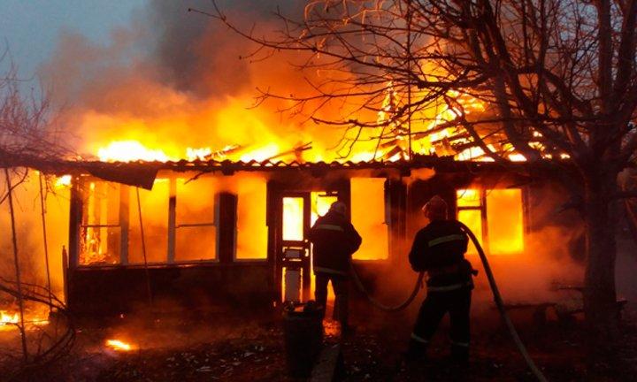 """Результат пошуку зображень за запитом """"згорів дерев'яний будинок"""""""