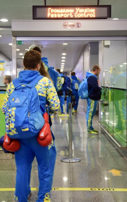 """У """"Борисполі"""" зустрічали юних олімпійців, які повернулися з  Буенос-Айреса"""