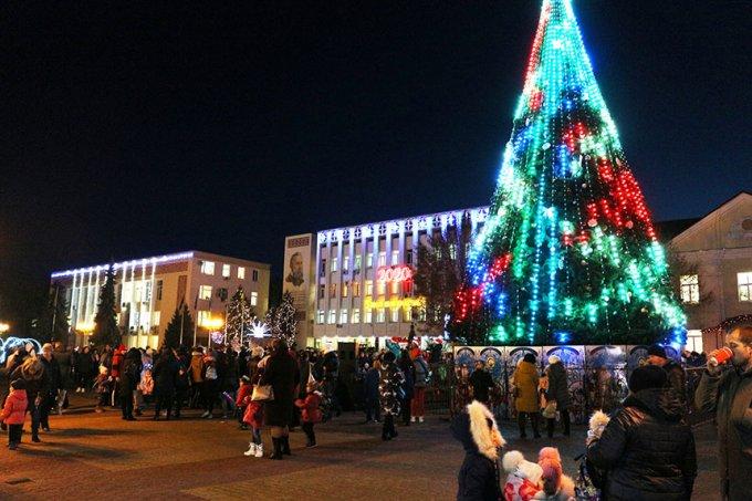 19  грудня на Європейській площі в Борисполі засвітили головну ялинку міста (фото, відео)
