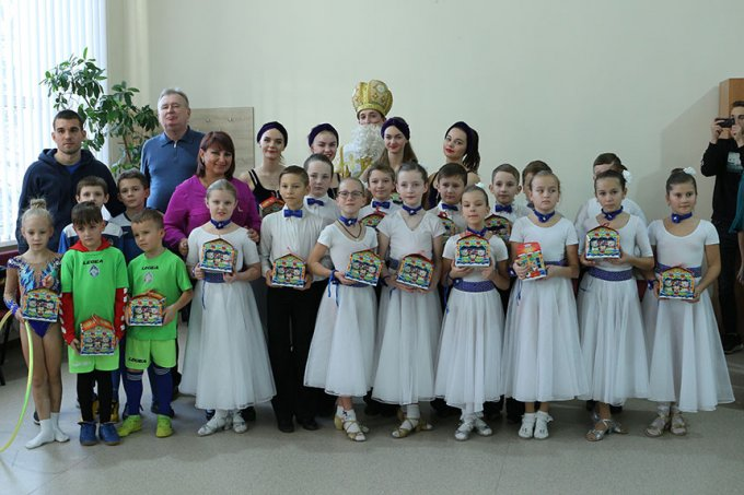 До школи №6 приходили два поважних Миколаї (фото, відео)