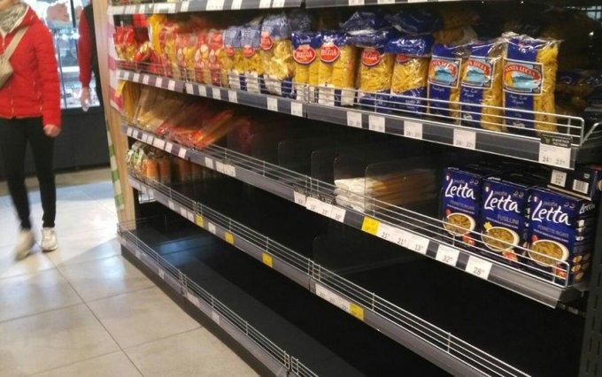 Бориспіль: у супермаркетах «Фора» напівпорожні полиці (фото)