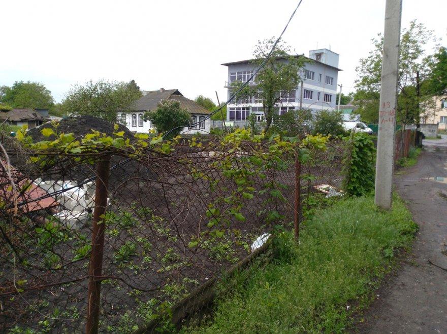 Нове будівництво на ділянці охоронного статусу на вулиці Верхній Вал у Борисполі