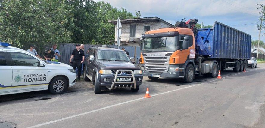 До злітної смуги аеропорту «Бориспіль» фурами звозили сміття