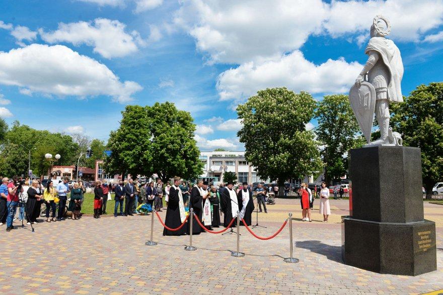 Святий князь Борис вітає гостей Борисполя